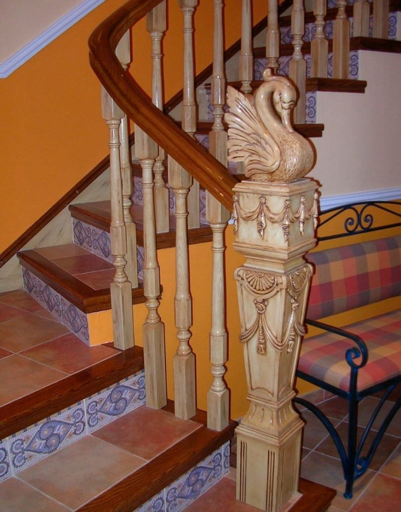 Фото потолков где есть лестница муж