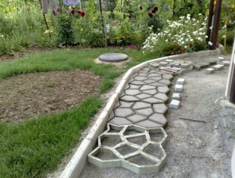 Дорожки в саду и на даче своими руками 🚶 из цемента — как сделать с малыми затратами без трещин