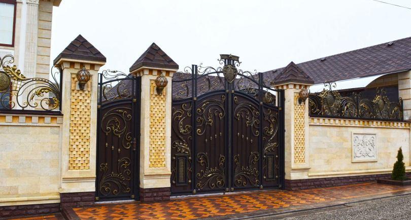 Цвет ворот дома